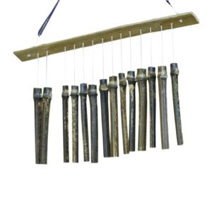 数本の竹を吊るし、揺すったり、つかんだりして音を出す。情景を演出し、風や水の音を醸し出す。元々は田畑の鳥避けや防犯用などに使われていた。東京楽竹団には、大きさ、形などさまざまなタイプがある。(真竹/女竹/篠竹)