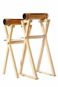 両端に節を残した竹にスリット(切り込み)を入れた打楽器。インドネシアではドアチャイムとして使用されている。節間でさまざまな音程を出すことができ、よく通るその音はアンサンブルにアクセントを添える。(真竹/孟宗竹)
